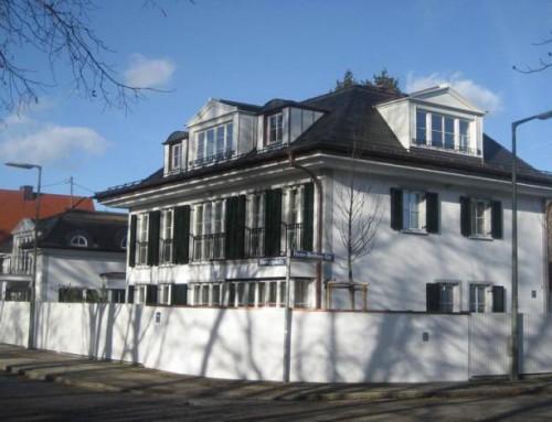Neubau einer Villa mit Nebengebäude, Pool und Garagen